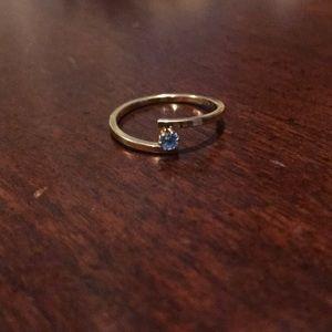 Avon Goldtone Blue Gem Ring Size 8.